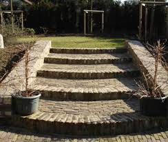 Hoogteverschil tuin opvangen ronde trap
