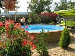 Zwembad in de tuin bovengronds